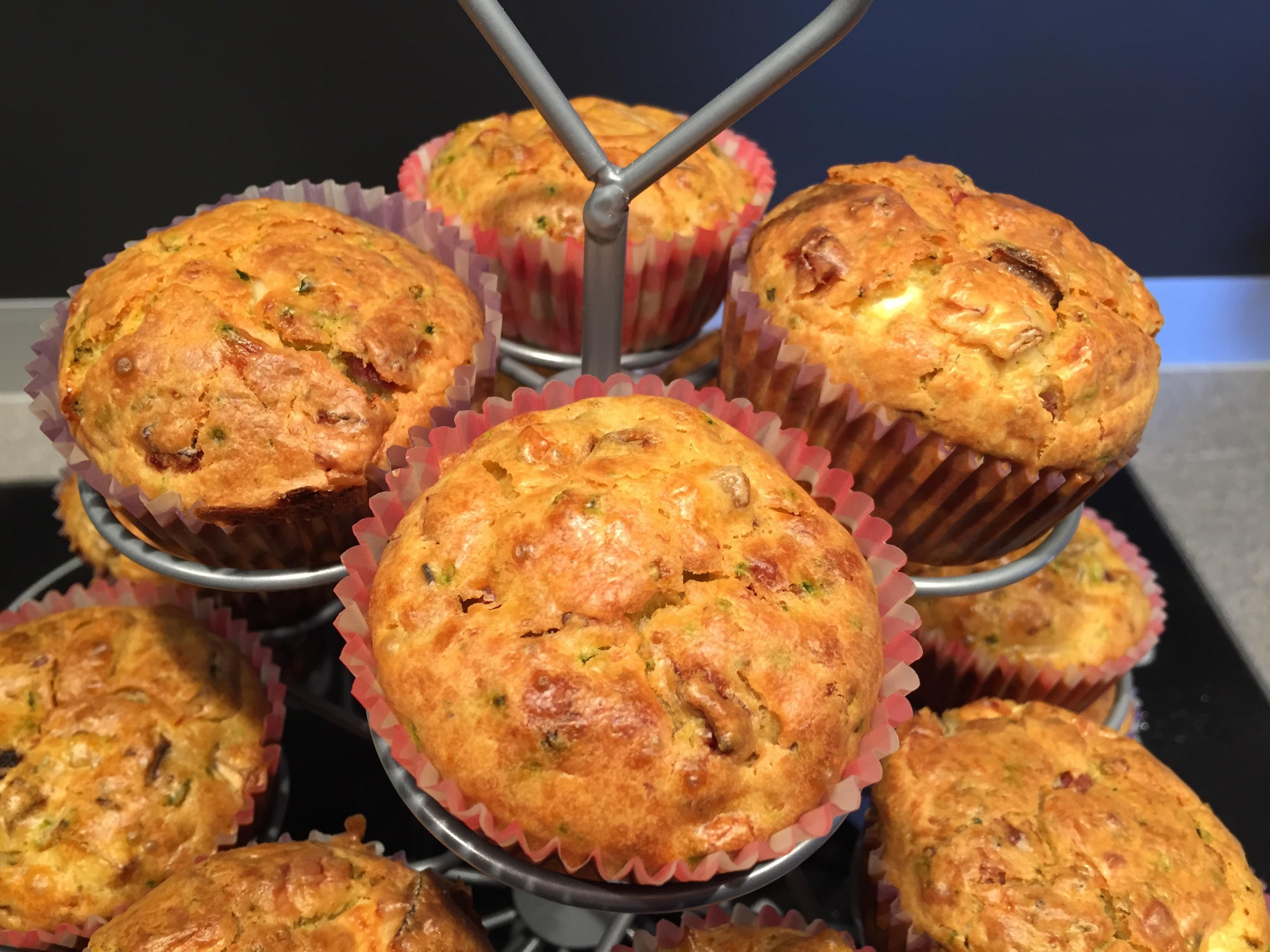 herzhafte muffins mit zucchini speck und feta kathis rezepte kathis rezepte. Black Bedroom Furniture Sets. Home Design Ideas