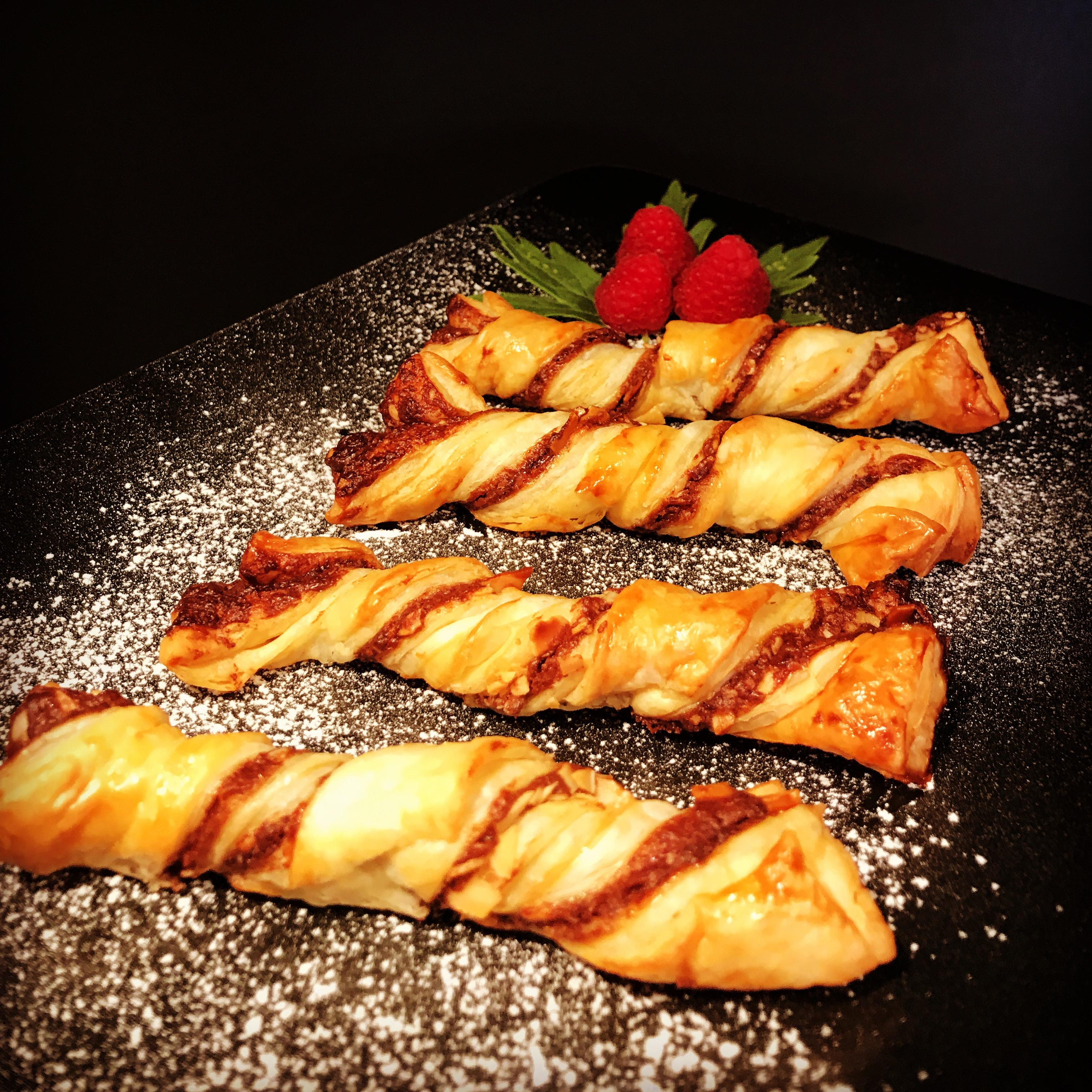 Schokoladen-Mandel-Knusperstangen - Süße Blätterteigstangen - Kathis Rezepte