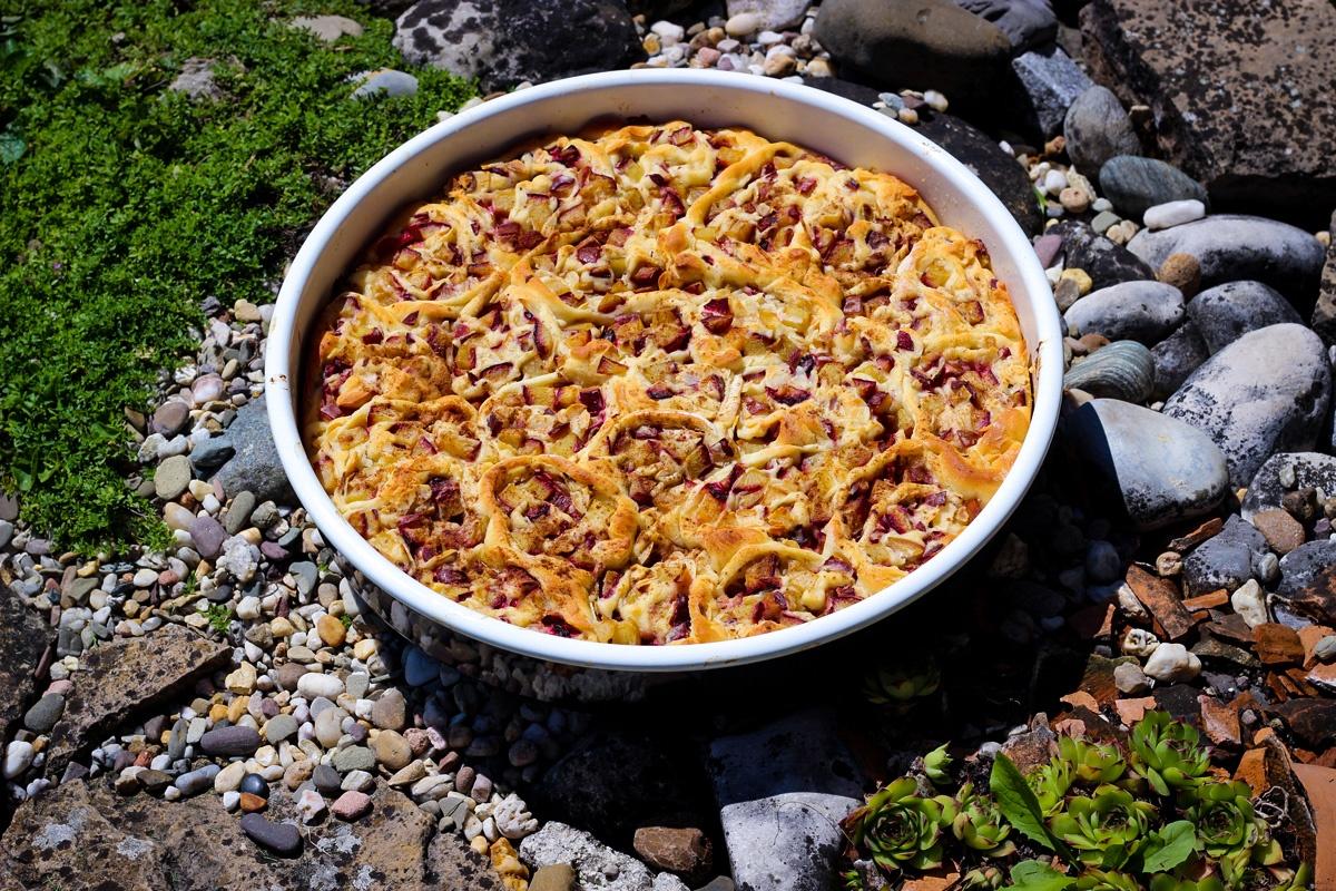 Rosenkuchen mit Zwetschgen und Marzipan - Kathis Rezepte