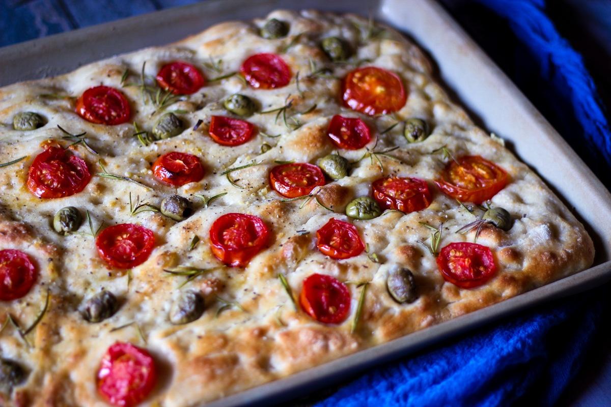 Focaccia mit Tomaten und Oliven - Kathis Rezepte
