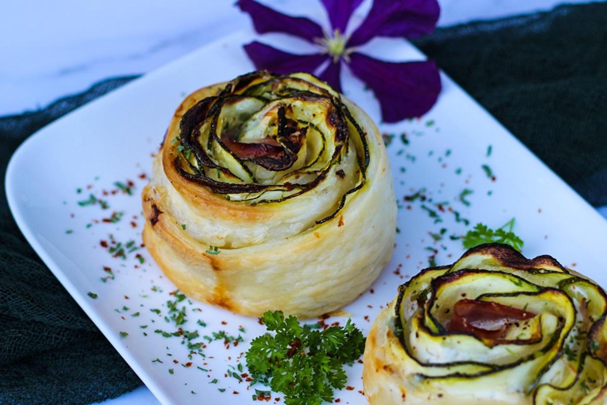 erzhafte Blätterteigrosen mit Zucchini und Schinken - Kathis Rezepte (2)
